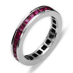 Ring aus 750 Weissgold mit 2,71 Karat Rubine