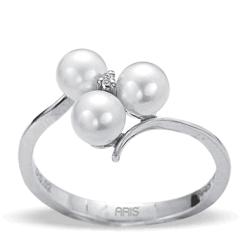 Ring aus 925 Silber mit einem 0,02 Karat Diamanten und drei Süsswasserperlen